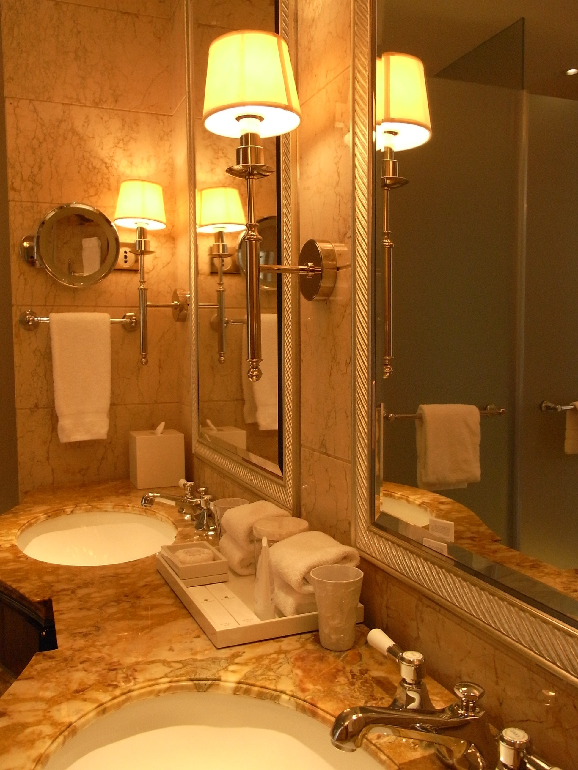 Tips for Installing Bathroom Light Fixtures - Call 916-472-0507!